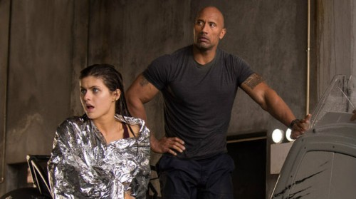 The Rock e Alexandra Daddario in 'San Andreas'