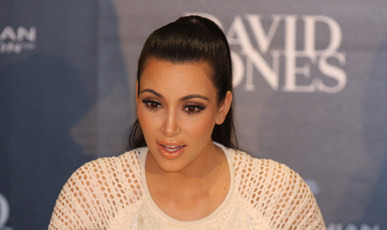 Kim Kardashian aggredita e rapinata a Parigi